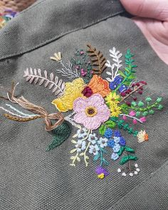 . 입춘이지나서 그런가 봄색깔이 눈에 들어 오는것같아요. 언릉봄이왔으면... . 수강생님 작품에 마무리만 살짝 도와드렸어요  . . #입춘 #2018s #embroidery #atelierdemerci #dmcembroidery #아뜰리에드메르시 #프랑스자수 #자수 #손자수 #서양자수 #프랑스자수공방 #자수공방 #단체수업 #프랑스자수작업실 #판교프랑스자수 #자수클래스 #프랑스자수클래스 #자수수업 #판교 #자수배우기 #원데이클래스 #판교자수 #분당자수 #분당 #광교 #동탄 #수지