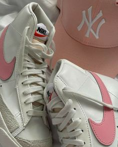 Dr Shoes, Swag Shoes, Nike Air Shoes, Hype Shoes, Me Too Shoes, Shoes Heels, Zapatillas Nike Basketball, Aesthetic Shoes, Pink Aesthetic