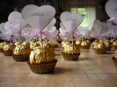 Netradiční jmenovky na svatební tabuli - - Na sva... Wedding Favours, Wedding Reception, Wedding Day, Graduation Theme, Sweetest Day, 30th Birthday, Boho Wedding, Favors, Centerpieces