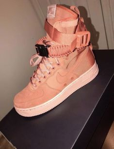 cheap nike shoes for women sneakers Pretty Shoes, Cute Shoes, Me Too Shoes, Comfy Shoes, Sneakers Fashion, Shoes Sneakers, Shoes Heels, Sock Shoes, Shoe Boots