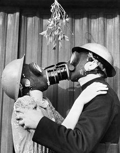 Uncomfortable Moments Under The Mistletoe Gas masked kissing under the Mistletoe. England masked kissing under the Mistletoe. Old Pictures, Old Photos, Vintage Photos, Antique Photos, Gas Mask Art, Masks Art, Gas Masks, Vintage Photography, Portrait Photography