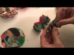 diy yarn wreath and felt flowers. i must try this.