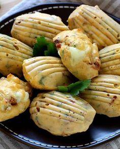 Des madeleines salées au fromage de chèvre pour un apéritif dinatoire.