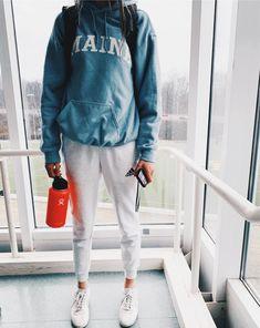perfecte schooloutfits maken je in de mode 23 ~ thereds.me : School Outfits Cute Lazy Outfits, Cute Outfits For School, Chill Outfits, Mode Outfits, Outfits For Teens, Summer Outfits, Lazy Day Outfits For School, Fashionable Outfits, Summer Shoes