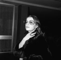 Virna Lisi all'aeroporto di Fiumicino, diretta a Londra, 6 febbraio 1970.