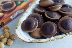 Hjemmelavede Toffifee Yummy Treats, Sweet Treats, Yummy Food, Danish Food, Homemade Candies, Food Cakes, I Love Food, Food Inspiration, Cookie Recipes