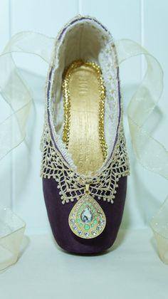 La Esmeralda Decorated Pointe Shoe - Purple, Green & Gold