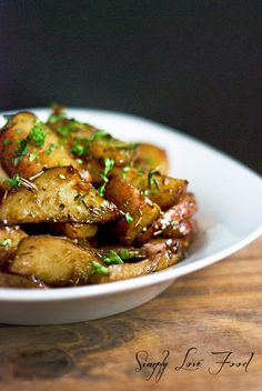 Honey Balsamic Roasted Red Potatoes: EVOO, small red potatoes, garlic, dried thyme, dried rosemary, ground nutmeg, balsamic vinegar, blossom honey, pure maple syrup, salt, pepper, and parsley.