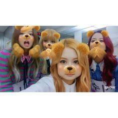 Blackpink just having fun Kpop Girl Groups, Korean Girl Groups, Kpop Girls, Kim Jennie, Yg Entertainment, Blackpink Video, Jimin, Blackpink Memes, Story Video
