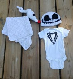 Adorable Jack Skellington set for the little Nightmare Before Christmas . Adorable Jack Skellington set for the little Nightmare Before Christmas fan! Baby Set, Baby Baby, Baby Outfits, Cool Baby Boy Clothes, Babies Clothes, Babies Stuff, Children Clothes, Christmas Baby Shower, Christmas Onesie