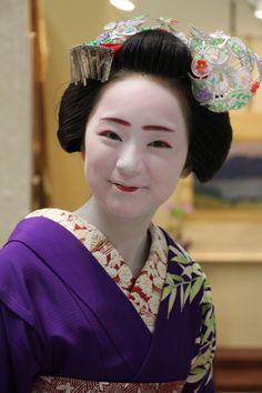 Maiko Mikako, Gion Kobu (via 目的は不純・・・|タカムラ家具)