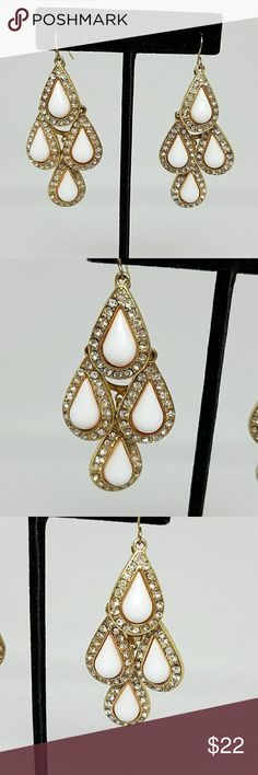 Beautiful Chandalier Style Earrings Beautiful Chandalier Style Earrings. Sparkly Crystals Adorn Each Tear Drop. Gold Tone Accents. They Have Movement to Them. Great Condition. Jewelry Earrings
