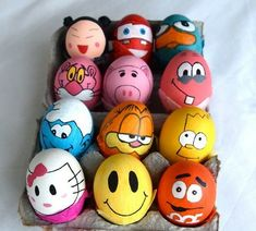 Here are 30 great Easter egg decoration ideas! We have all the best techniques for you for Easter egg painting and decorating! Funny Easter Eggs, Funny Eggs, Making Easter Eggs, Easter Egg Dye, Easter Egg Crafts, Coloring Easter Eggs, Egg Coloring, Art D'oeuf, Easter Egg Designs