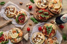 Házi partipizzák - Recept | Femina Taco Pizza, Prosciutto, Pizza Recipes, Bruschetta, Baked Potato, Quiche, Feta, Tacos, Potatoes
