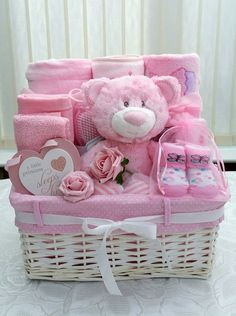 90 beautiful DIY baby shower baskets for the presentation of . - 90 beautiful DIY baby shower baskets for the presentation of ., 90 beautiful DIY baby shower baskets for the presentation of homemade gifts in expensive style . Baby Girl Gift Baskets, Baby Gift Hampers, Baby Shower Gift Basket, Baby Girl Gifts, Basket Gift, Baby Hamper Ideas Diy, Baby Gifts For Girls, Boy Gifts, Regalo Baby Shower