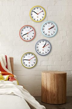 This series of round wall mountable clock features five different locations around the world; New York, London, Paris, Tokyo & Sydney all featuring the Mark Tuckey + Cotton On Logo. This quirky set of clocks takes AA batteries. Batteries not included. Composition: 100% Plastic. Dimensions: 25.8cm X 28.5cm
