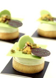 Savarin ganache ligera de té verde, caviar mandarina y té verde #sweet #pastry #chef #chocolate