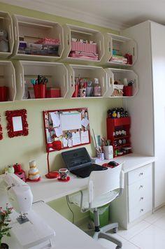 Gostei da idéia dos caixotes    www.ateliecasademaria.com.br/sem-categoria/meu-atelie-parte-ii