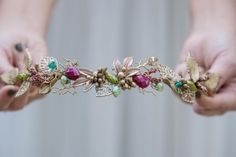 Los sábados con piezas así lucen mucho más bonitos. http://ift.tt/2fTl48b #sisterstocados #tocados #novias #coronadeflores #flowercrowns #novias #brides #bridal #diademas #diademasdeflores #headbands #invitadas #invitadaboda #invitadaperfecta #headpiece #hairaccessories #accesoriosnovias #wedding #bodas #muysisters