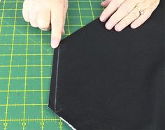 The Origami bag or azuma bukuro (sometimes called the Origami Market bag) is so quick and easy to make. It's a slouch type bag that is soft and drapey. Small Sewing Projects, Sewing Projects For Beginners, Sewing Tutorials, Bag Tutorials, Craft Tutorials, Craft Projects, Easy Tote Bag Pattern Free, Bag Patterns To Sew, Tote Pattern