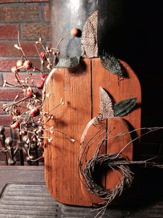 Primitive wood pumpkins. Made from pallet wood, pip pumpkin berries, burlap, craft wire and small birch wreath.