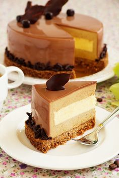 Это очень, очень вкусный торт! Настолько, что я даже забыла о своей диете и слопала несколько кусков. Совесть грызет конечно, но…