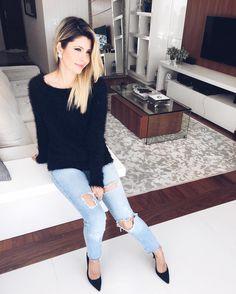 O combo que mais amo usar  Jeans salto e blusa quentinha  Quem curte?
