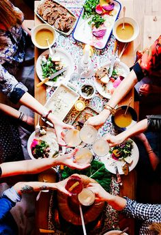 Your Guide to Hosting a Perfectly Executed Potluck via @MyDomaine
