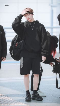 Hwang Hyunjin-Gangster [End] ✔ Kpop Fashion, Korean Fashion, Airport Fashion, Wattpad, Felix Stray Kids, Lee Know, Kpop Outfits, Airport Style, Boyfriend Material