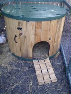 I think this duck house, made from a cable spool, is exactly the project we need.