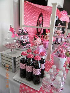 A este Candy no le faltaba nada... muchas golosinas, detallecitos y mucho rosa, para hacerlo aun mas femenino. Para la entrada letras giga...