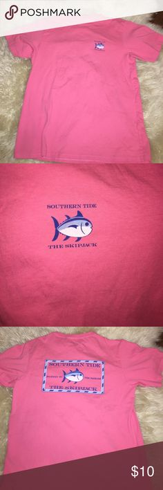 Southern Tide skipjack logo shirt Southern Tide, the skipjack tshirt. Adorable hot pink/coral color. Super soft material and has only been worn a handful of times. Perfect for summer when paired with a pair of jean shorts! Southern Tide Tops Tees - Short Sleeve