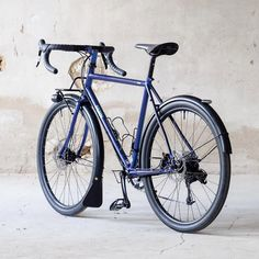we can, Fern actually does make disc brake bikes!) This nice little randonneuse we made for Sabrina features an amazing two-face Touring Bicycles, Touring Bike, Road Bikes, Cycling Bikes, Velo Cargo, Bicycle Types, Retro Bicycle, Push Bikes, Urban Bike