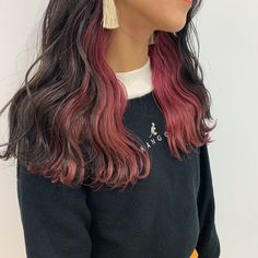 Pin af Nata Noodles på HAIR i 2020 (med billeder) Undercolor Hair, Peekaboo Hair Colors, Hidden Hair Color, Hair Color Streaks, Hair Inspiration, Hair Inspo, Multicolored Hair, Aesthetic Hair, Dye My Hair
