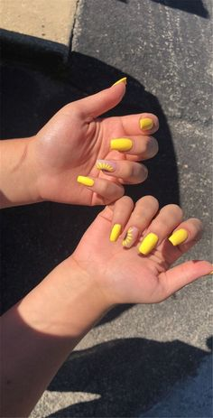 yellow coffin long acrylic nails sunflower design summer nails gelbe Sarg lange A Acrylic Nails Yellow, Acrylic Toes, Matte Acrylic Nails, Yellow Nail Art, Almond Acrylic Nails, Acrylic Summer Nails Coffin, Summer Acrylic Nails Designs, Nail Art Inspiration, Yellow Nails Design