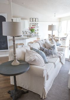 Farmhouse couch custom slipcovers to get that farmhouse style farmhouse decor pillow covers Coastal Living Rooms, My Living Room, Living Room Chairs, Home And Living, Living Room Furniture, Living Room Decor, Modern Living, Rustic Furniture, Antique Furniture