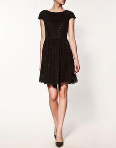 I want this dress soooo bad! the back of the dress is cute too. I wish we had ZARA here.... :'(