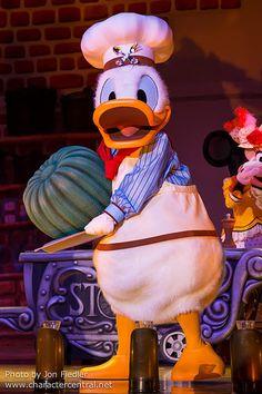 Tokyo May 2014 - Mickey and Company at The Diamond Horseshoe Disney Day, Disney Mickey, Disney Pixar, Walt Disney, Disney Parks, Mickey Mouse, Donald Duck Characters, Disney Characters Costumes, Disney Best Friends