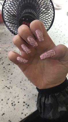 Acrylics nail glitter rose gold Insta: @amdzayna
