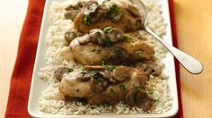 We've posted a chicken marsala recipe before. It was a pretty simple recipe, but this chicken marsala recipe is even easier. It's another one of those really great slow cooker reci… Slow Cooker Huhn, Crock Pot Slow Cooker, Slow Cooker Recipes, Crockpot Recipes, Chicken Recipes, Cooking Recipes, Recipe Chicken, Quick Recipes, Copycat Recipes