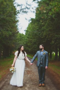 intimate edmonton wedding - photo by Blake Loates http://ruffledblog.com/intimate-edmonton-wedding/