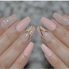 Matte Rose with glitter and gold stripes #gelenaglar #gelnails #göteborg #pink #gold #glitter #notpolish