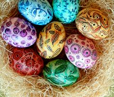 Oh, I so am trying this with Easter eggs! Sharpie Pen Designs + Water Color