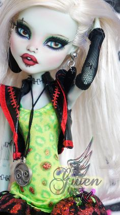 ~Gwen~ Monster High Frankie Stein repaint by RogueLively.deviantart.com on @DeviantArt