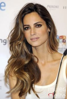 However a few understated hints of Brunette Balayage can make even the healthiest head of hair look in better condition than ever.brunette balayage can show the beauty of the natural chocolate . Beautiful Hairstyle For Girl, Gorgeous Hair, Pretty Hairstyles, Girl Hairstyles, Layered Hairstyles, Amazing Hair, Easy Hairstyles, Brown Hairstyles, Modern Hairstyles
