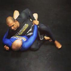 Transição Arm Lock 100 kilos  By : @Halfhalfalliancebjj Parcerias ⤵ ----> @ADCCsubmission ----> @GRACIEbarrarecreio ----> @GRACIEbarracascavell ・ Øferecimento ---> @SJJSAF ・ #mma #boxing #bjj #jiujitsu #fitness #muaythai #kickboxing #wrestling #fight #gym #judo #fighter #training #workout #karate #martialarts #crossfit #mixedmartialarts #sport #fit #motivation #wwe #jiujitsu_videos  #grappling #bodybuilding #Gracie #brazilianjiujitsu #gb #gracieBarra