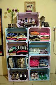 Ideas para organizar tu ropa tips para organizar tu closet cajas de madera pintadas de colores pastel usadas como armario Pallet Furniture, Furniture Making, Furniture Ideas, Minimalist Closet, Wood Crates, My Room, Home Organization, Decoration, Diy Home Decor