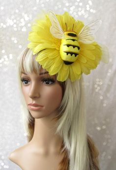 Yellow Flower Bumble Bee on a Gerbera Daisy by ChikiBird on Etsy Beekeeper Costume, Costume Hats, Bee Costumes, Costume Ideas, Kentucky Derby Fascinator, Derby Hats, Fascinator Hats, Fascinators, Bee Hat