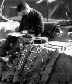 A crew member takes time to relax on his Panther German Uniforms, Ww2 Photos, Ww2 Tanks, Military Equipment, German Army, Armored Vehicles, Panthers, Diorama, Tigers