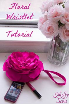 Gorgeous Floral Clutch Tutorial. FREE printable pattern and instructions by Melly Sews. Wouldn't these make a great gift for bridesmades... a beautiful photo op too!